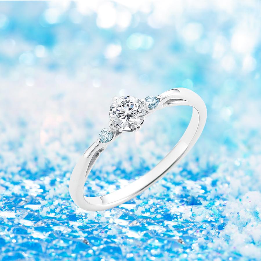 プラチナ/両脇アイスブルーダイヤ(スノープレシャスダイヤモンド)